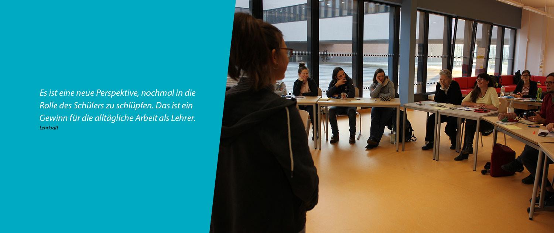 foodture - Foto aus einem Workshop von KursWechsel mit Zitat einer Lehrkraft: Es ist eine neue Perspektive, nochmal in die Rolle des Schuelers zu schluepfen. Das ist ein Gewinn für die alltägliche Arbeit als Lehrer.